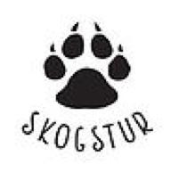 Skogsturs logotyp. En djurtass med texten Skogstur under.